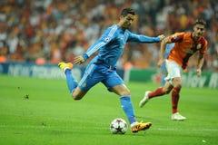 Pontapé de Cristiano Ronaldo a bola Foto de Stock Royalty Free