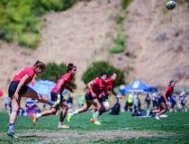 Pontapé do rugby das mulheres Fotos de Stock