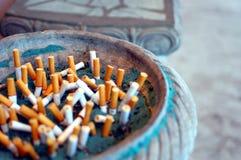 Pontas de cigarro imagens de stock