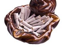 Pontas de cigarro no cinzeiro Fotografia de Stock
