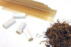 Pontas e papéis de filtro do cigarro Fotos de Stock