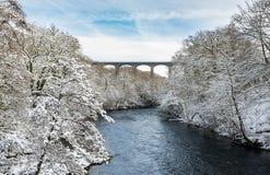 Pontcysyllte akvedukt nära Llangollen i Wales med snö Arkivfoton