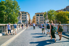 Ponte αρχιτεκτονική και γέφυρα Sant ` Angelo παλαιά στη Ρώμη, Ιταλία Στοκ Εικόνες