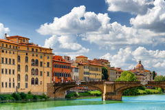Ponte Санта Trinita над рекой Арно в Флоренсе, Италии Стоковые Фото