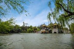 Ponte ad ovest snello del padiglione del lago cinque Yangzhou Immagini Stock