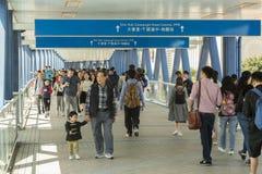 Ponte al pilastro del traghetto in Hong Kong immagini stock