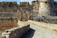 Ponte al portone nella fortezza veneziana nel Peloponneso, Messenia, Grecia di Modone Immagini Stock Libere da Diritti