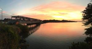 Ponte alla baia di tramonto Fotografia Stock
