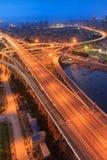Ponte alla notte, Cina di Xiamen Xinglin immagini stock
