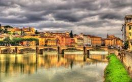Ponte alle Grazie,一座桥梁在佛罗伦萨 图库摄影