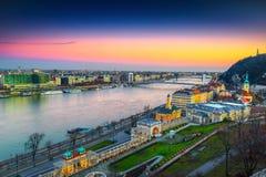 Ponte ammirevole di Elisabeth e paesaggio urbano del parassita al tramonto, Budapest, Ungheria immagini stock libere da diritti