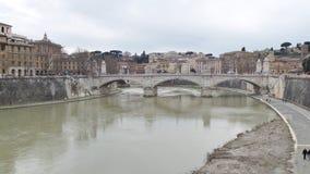 Ponte antico sopra il fiume del Tevere fotografie stock libere da diritti