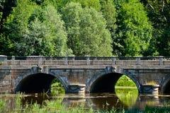 A ponte antiga no parque real Fotografia de Stock Royalty Free