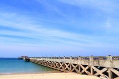 Ponte ao mar com céu claro foto de stock royalty free