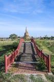 Ponte ao templo Fotos de Stock