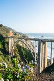 Ponte aperto-spandrel dell'arco del ponte dell'insenatura di Bixby in California fotografie stock libere da diritti