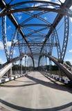 Ponte arqueada velha do metal Imagens de Stock