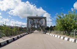 Ponte arqueada velha do metal Imagens de Stock Royalty Free