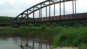 Ponte arrugginito sopra il Weser Immagine Stock