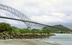 A ponte através do canal de Panamá Imagem de Stock