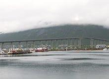Ponte através do fiorde em Tromso Fotos de Stock Royalty Free