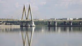 Ponte através do rio, cidade Kazan, Rússia video estoque