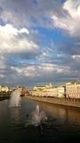 A ponte através do rio de Moscovo Fotos de Stock Royalty Free