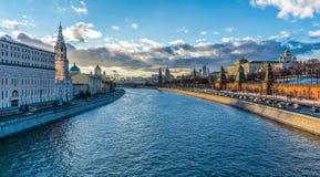 A ponte através do rio de Moscovo Imagem de Stock Royalty Free