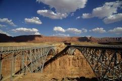 Ponte attraverso il fiume Colorado nell'ovest del sud fotografie stock libere da diritti