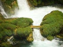 Ponte attraverso la cascata Fotografia Stock Libera da Diritti