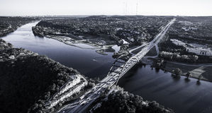 Ponte Austin Texas Colorado River dell'antenna 360 da aria Fotografia Stock