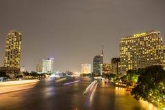 Ponte Banguecoque de Taksin na noite Imagem de Stock Royalty Free
