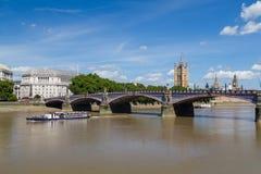 Ponte, barco e Westminster de Lambeth imagem de stock