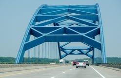 Ponte blu dallo Iowa nel Nebraska Immagini Stock