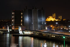 Ponte bonita de Galata na noite Fotos de Stock Royalty Free