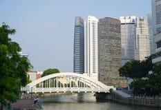 Ponte branca perto de Marina Bays em Singapura Imagens de Stock