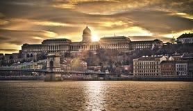 Ponte Chain de Szechenyi e Royal Palace, HDR Fotografia de Stock Royalty Free