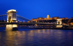 Ponte Chain de Szechenyi em Budapest, Hungria Fotos de Stock Royalty Free