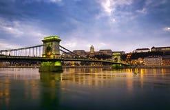 Ponte Chain e Royal Palace de Szechenyi Fotos de Stock Royalty Free