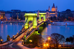 A ponte Chain na noite, Budapest Imagem de Stock Royalty Free