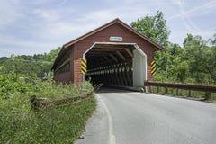 Ponte coberta da vila do moinho de papel Foto de Stock
