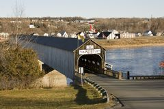 Ponte coberta de madeira Foto de Stock Royalty Free