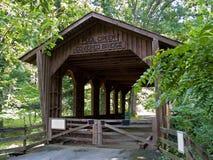 Ponte coberta de madeira Imagem de Stock