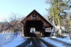 Ponte coberta média Woodstock, VT Imagem de Stock Royalty Free