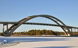 Ponte concreta no arquipélago fotografia de stock