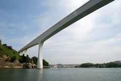 Ponte contemporânea branca fotografia de stock