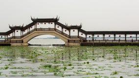 Ponte coperto alla città antica di Jinxi Immagini Stock