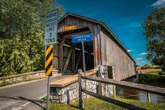 Ponte coperto del mulino non dipinto di Hunsecker nella contea di Lancaster fotografia stock libera da diritti