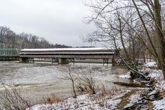 Ponte coperto e diga di Harpersfield immagine stock libera da diritti