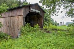 Ponte coperto ed azienda agricola nel Vermont Fotografia Stock Libera da Diritti